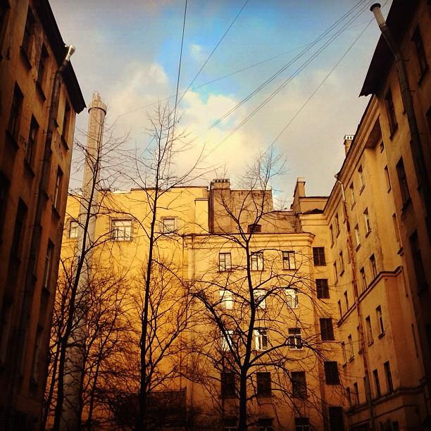 #yellow #walk #wall #window #finestra #city #città #sky #cielo #clouds #spb #petersburg #architecture #today