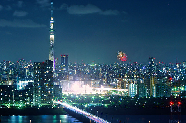 Itabashi fireworks with Tokyo Skytree in foreground