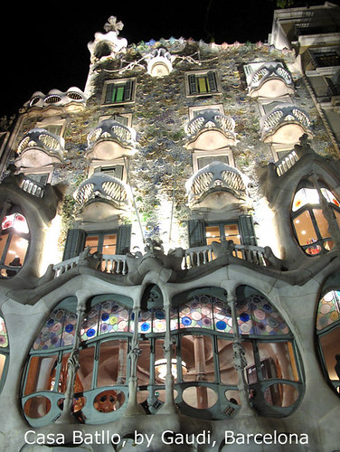 a-gaudi-text-night-barcelona-2012-0129
