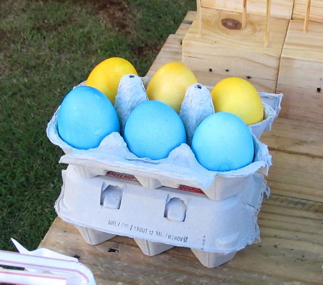 Ovos coloridos com confete