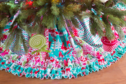 Create Kids Couture: Stripwork Ruffled Christmas Tree Skirt Tutorial