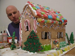 gingerbread house(1.0), christmas decoration(1.0), gingerbread(1.0), food(1.0), christmas(1.0),