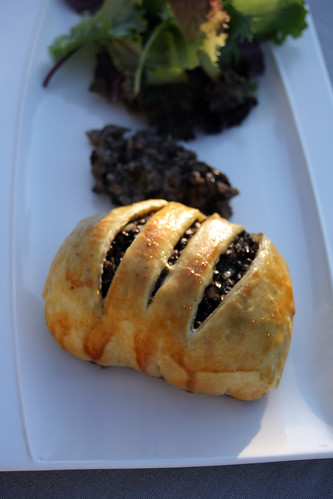 8241051218 92971cd871 Mini Beef Wellington, sauce aux champignons