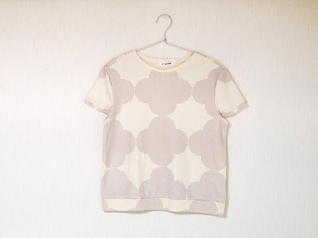 short sleeve t-shirt - geometric wallpaper