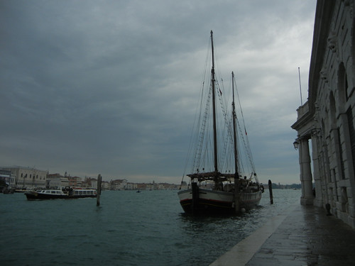 DSCN2711 _ Sailboat in front of Dogana, Venezia, 15 October