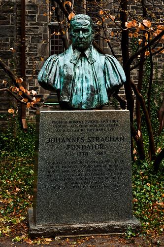 Johannis Strachan: Fundator