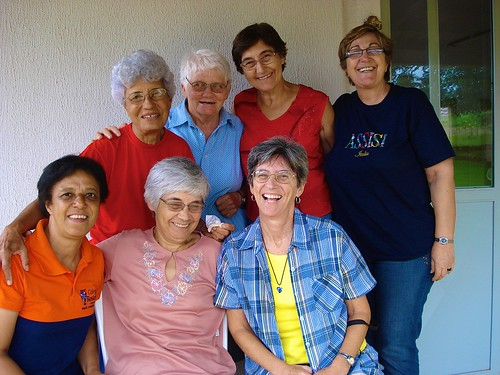 The Real Conquista Intercongregational Missionary Team. Margie Buttitta SSL is seated in the front row, right.