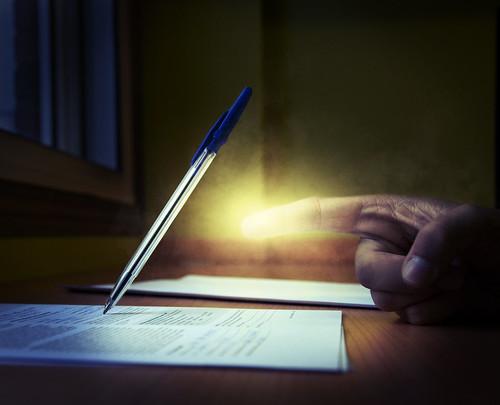 [フリー画像素材] グラフィック, フォトレタッチ, ボディーパーツ - 手, 文房具, 鉛筆・ペン ID:201211090400