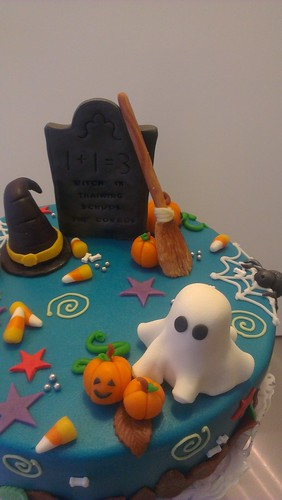 Halloween Cake marzipan by CAKE Amsterdam - Cakes by ZOBOT