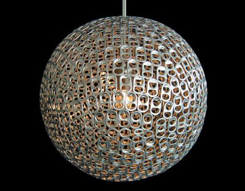 lámpara hecha de anillas evolucionverde.es