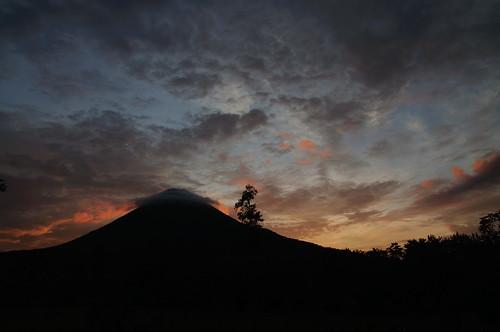 sunset dawn zonsondergang costarica arenal vulcano 2012 schemering vulkaan nikond90