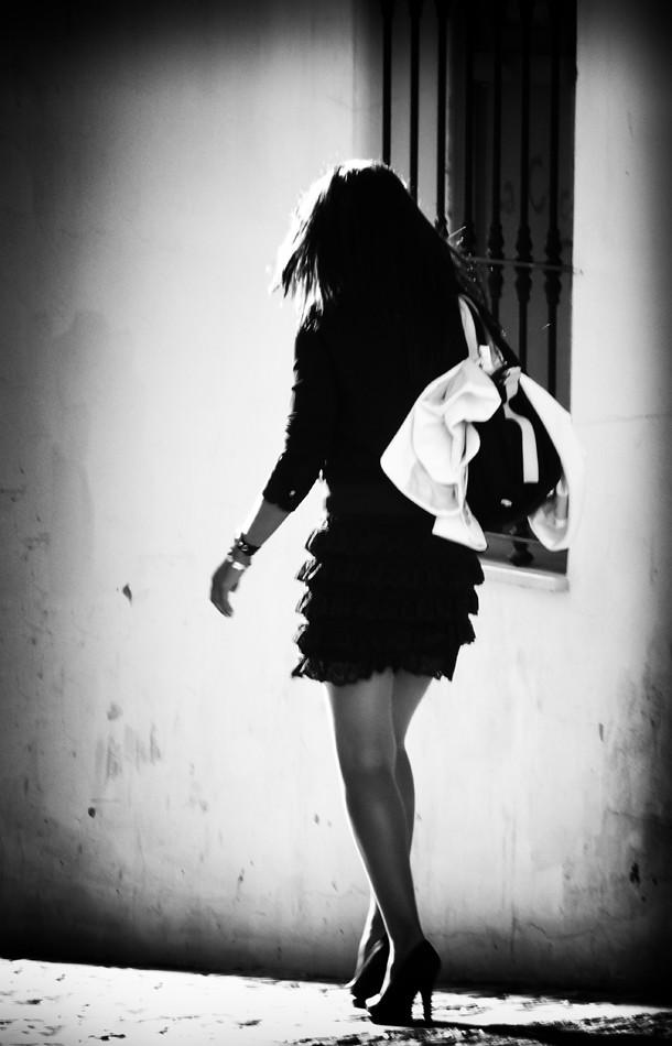 Por la calle la vi pasar