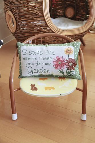 Mini chair + mini cushion