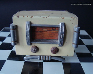 Radio Shaped Metal Money Bank Miniature (France 1940's)_3
