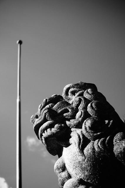 獅子とポール