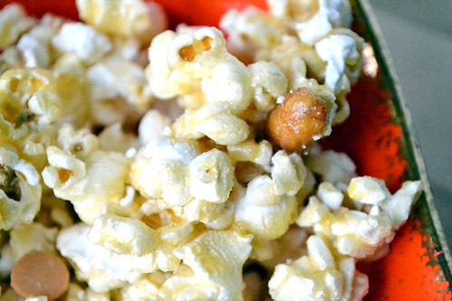 microwave white sugar caramel corn with peanuts