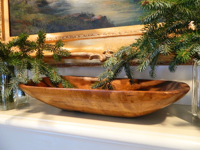 antique wood dough bowl via homeologymodernvintage.com