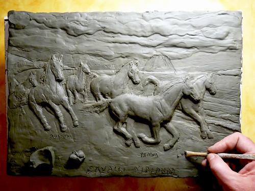cavalli d'irlanda formella argilla ancora in fase di realizzazione
