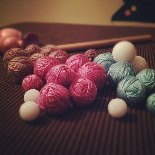 Making yarn balls and watching Pretty Little Liars while listening to Clara's bedtime protests. Oh the joys of motherhood.