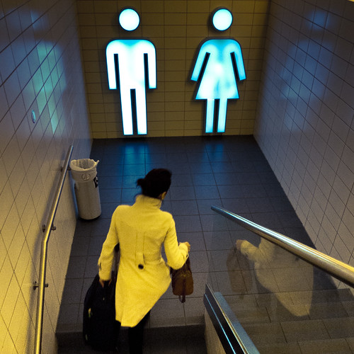 Neon People (Gare de Luxembourg) - Photo : Gilderic