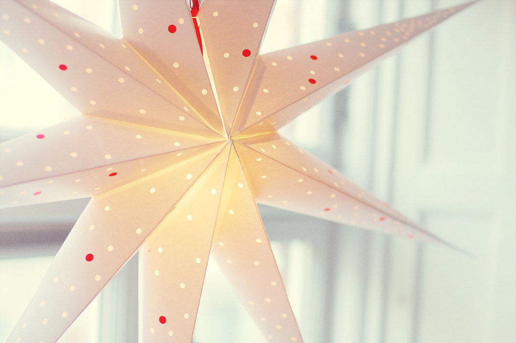 Diy Make Your White Paper Star Lantern Extra Festive together with Your Highlight Of The Year New Year Resolutions as well Frank Darabont On The Green Mile besides Division Strategies Notebook in addition Showthread. on light shining down