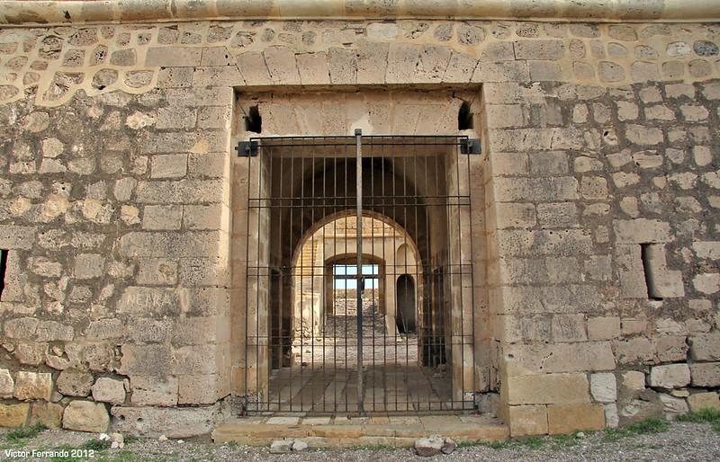 Castillo de San Felipe y Playa del Arco en Los Escullos