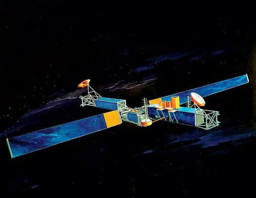 Для переработки старых спутников DARPA отправит в космос роботов