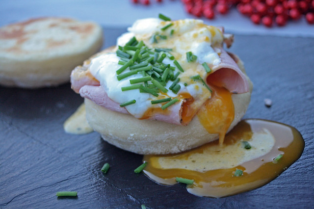 8283882591 7410ce9b61 z English Muffins et oeufs benedict