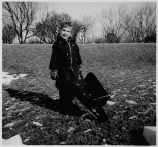 Ann MacDonald pushing a toy wheelbarrow / Ann MacDonald poussant une brouette jouet