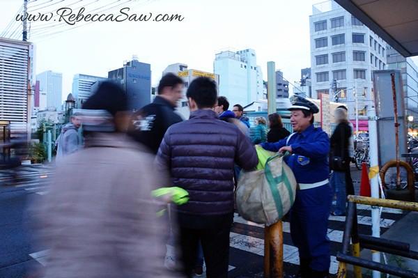 tsukiji market tuna auction - rebeccasawblog