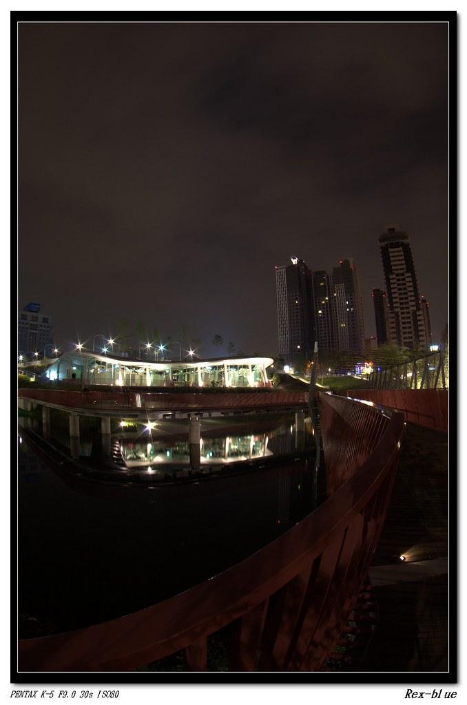 魚眼下的芭樂景點XD~秋紅谷夜拍