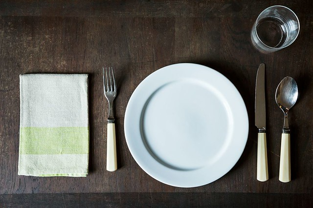 How to set a table for Simple table setting