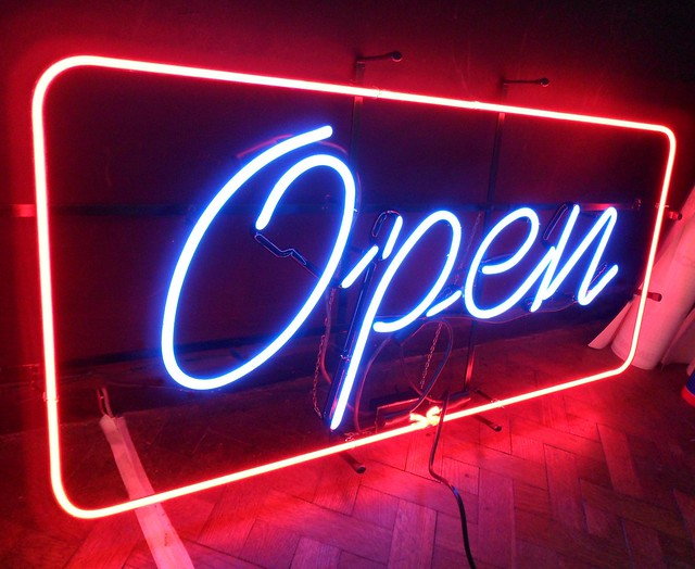 Nuevos negocios licencias de apertura espacios vives for Oficina zurich zaragoza