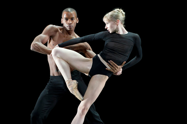 Eric Underwood and Melissa Hamilton in Infra © ROH / Bill Cooper 2010