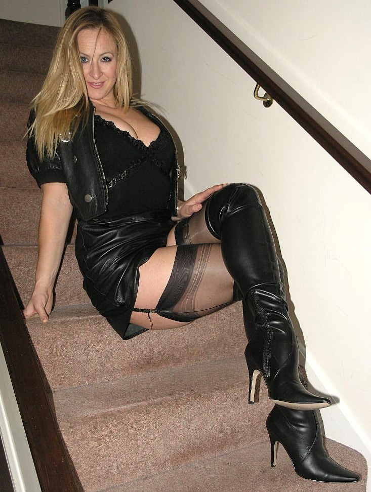 Wordpress milf in boots flickr