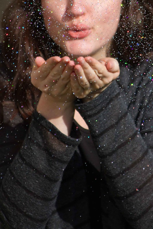 How to Photograph Throwing Glitter