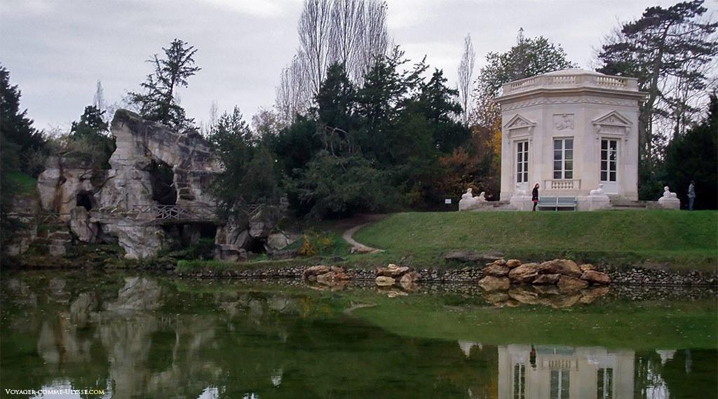 Le Grand Rocher et le Belvédère du Petit Trianon