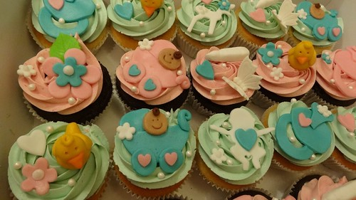Baby Shower Cupcakes by CAKE Amsterdam - Cakes by ZOBOT