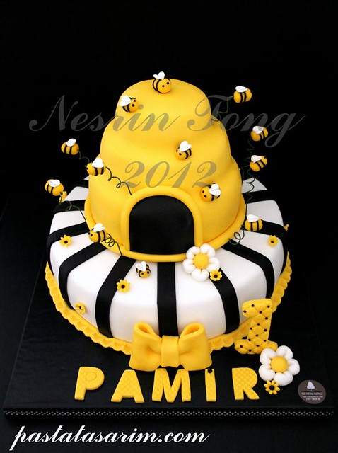 bee cake - pamir 1st birthday cake (Medium)