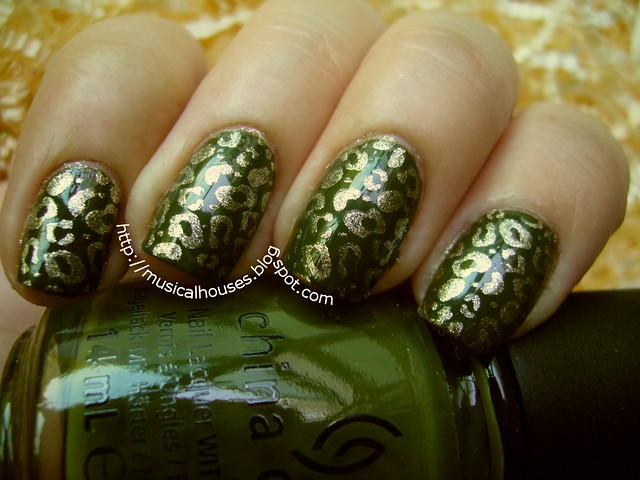 green gold leopard nails 2