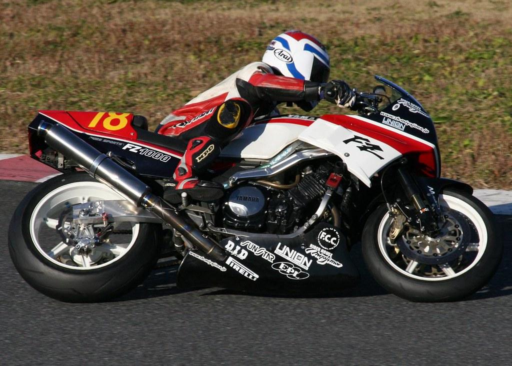 Yamaha FZ 750 - Page 2 8268886567_e75650b802_b
