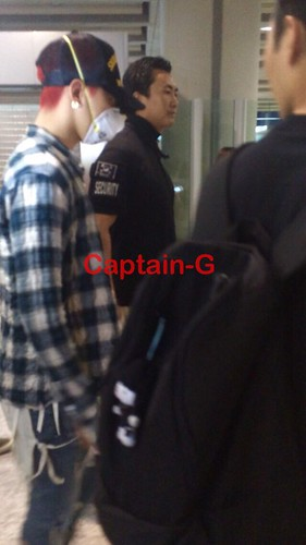 Big Bang - Beijing Airport - 05jun2015 - G-Dragon - Captain G - 04