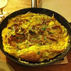 frittata(0.0), baked goods(0.0), produce(0.0), quiche(0.0), zwiebelkuchen(1.0), food(1.0), dish(1.0), cuisine(1.0), tortilla de patatas(1.0), omelette(1.0),
