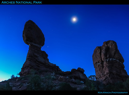 moon rock sunrise dawn arches archesnationalpark balancedrock