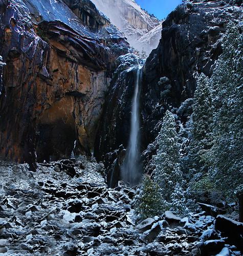 [フリー画像素材] 自然風景, 河川・湖, 滝, 岩山, ヨセミテ国立公園, 世界遺産, 風景 - アメリカ合衆国, 雪 ID:201211220600