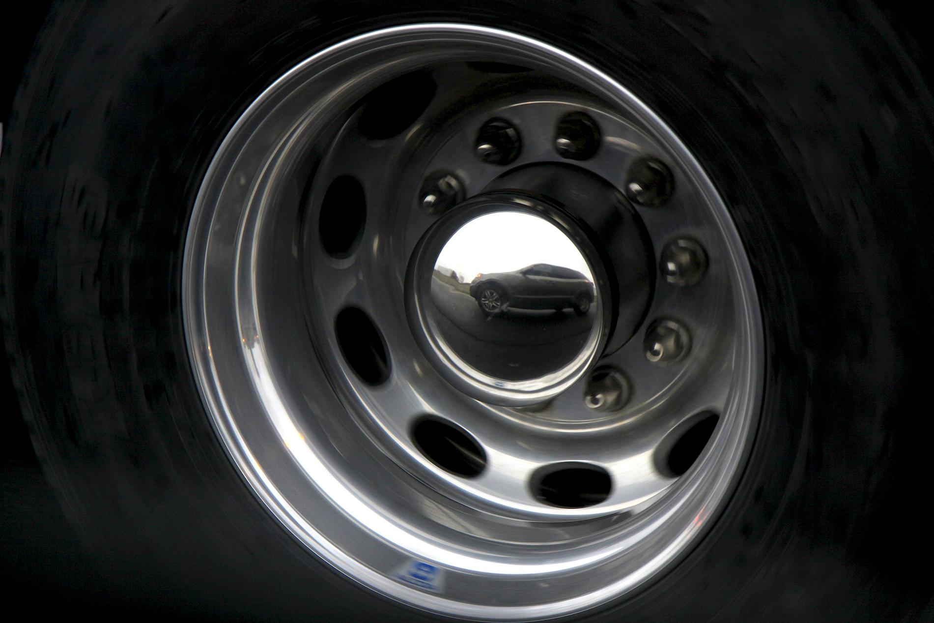 hubcap reflectin