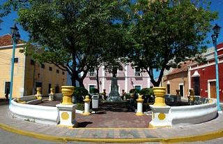 Campeche, Iglesia Jesus y parque