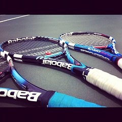 strings, purple, sports equipment, rackets, net,