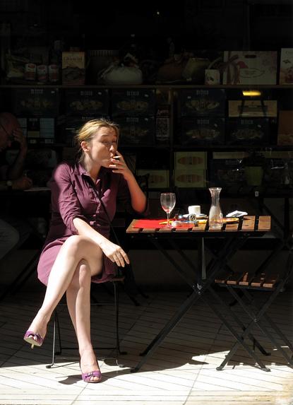 9f02 Varios007 Variante Señora sentada fumando 2 Uti 415
