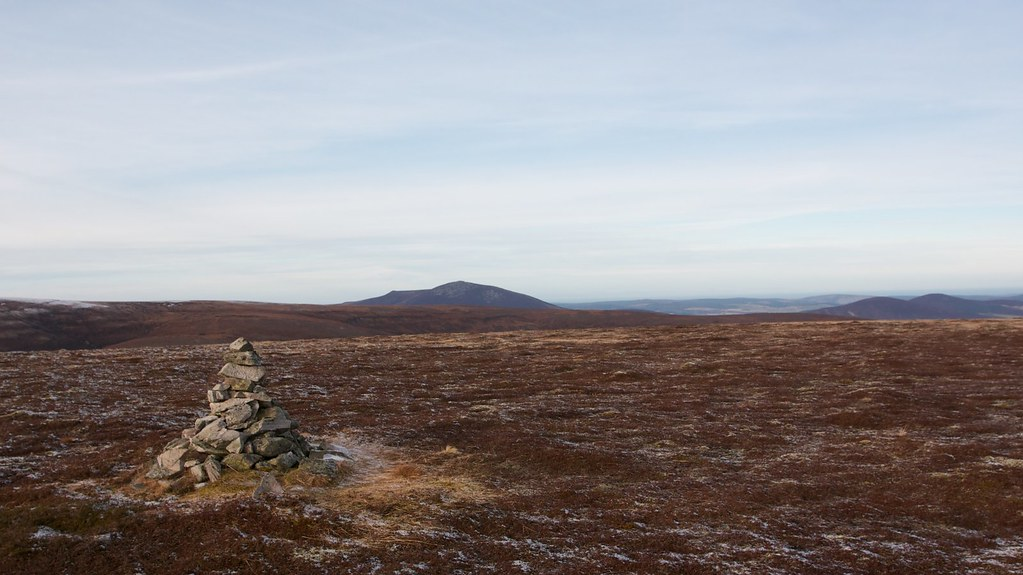 Beinn Rinnes and Cook's Cairn